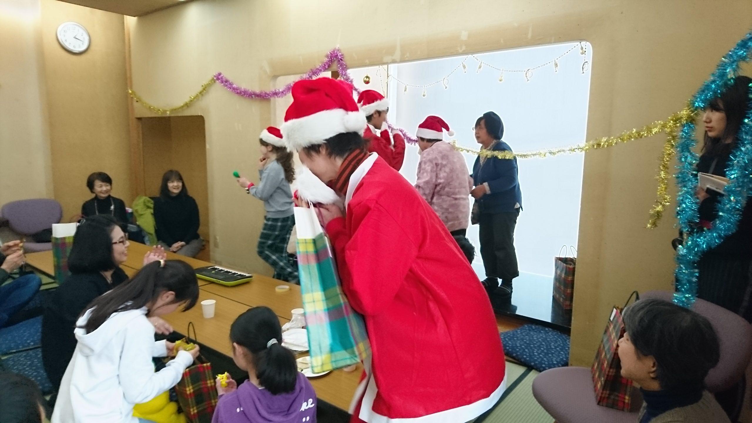 ひまわり教室で開催したクリスマス会の様子